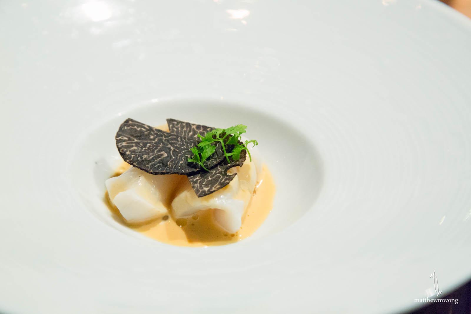 Diver Sea Scallop - australian perigord truffle, sake sea urchin jus, chervil